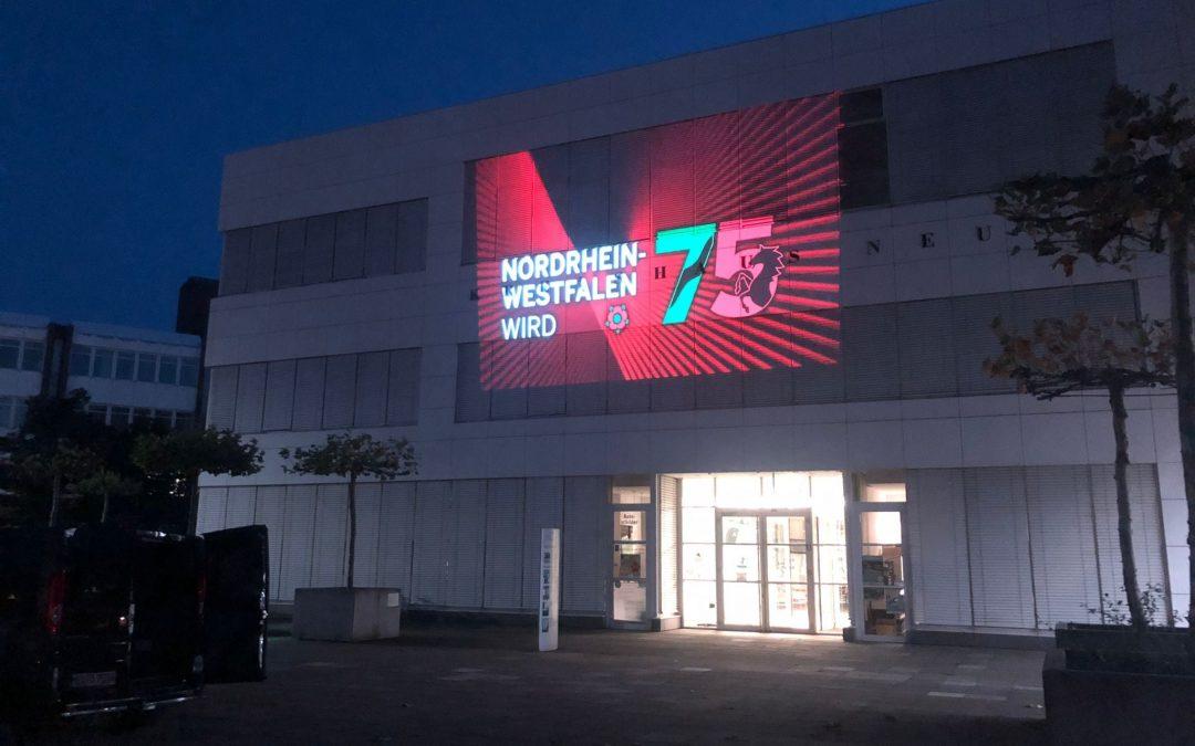 Fassaden-Projektion: 75 Jahre NRW